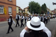 Musiker ziehen vorbei