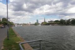 In Frankfurt angekommen erfuhren wir leider, dass wegen Protestaktionen auf dem Fluss unsere Bootstour leider nicht stattfinden konnte.