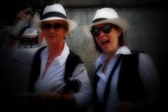 Da, nochmal in groß und prominent hervorgeholt: Sabine und Pia in Aktion!