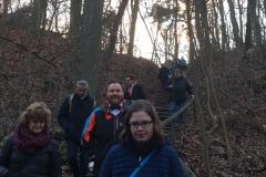 Die Wanderung startet mit über 30 Leuten noch im Hellen